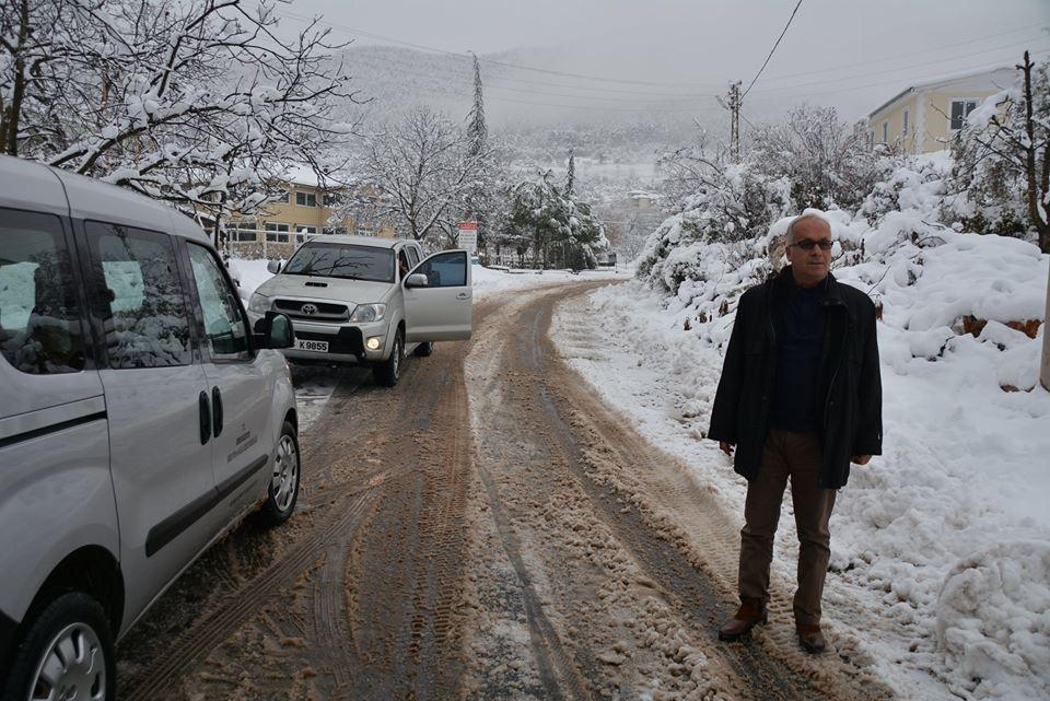 Kemer Belediyesi Ekipleri Yaylada Kapanan Yolları Temizliyor