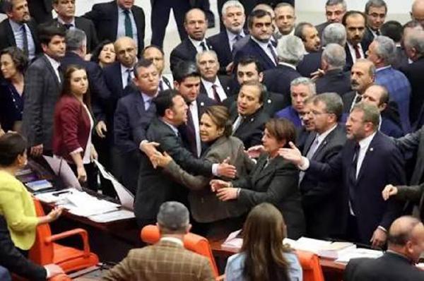 HDP'li vekille tartışan Ak Partili Enç: Aynı müdahaleyi yine yaparım