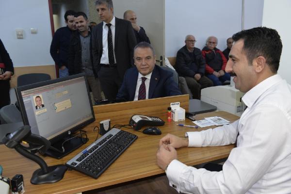 Çipli kimlik başvuruları Antalya'da başladı