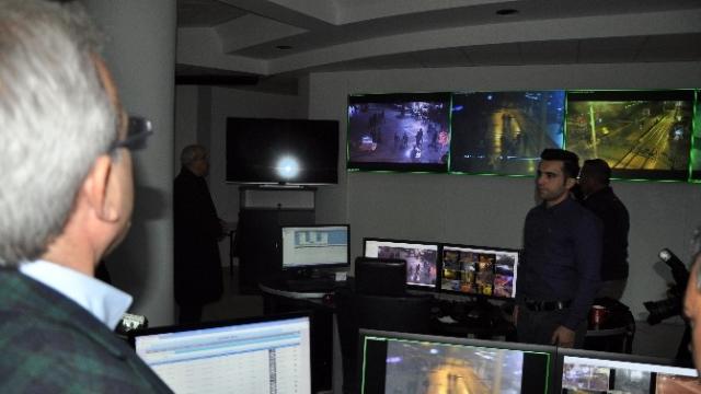 Antalya Valisi, Mobese Merkezinden Antalya'yı İzledi