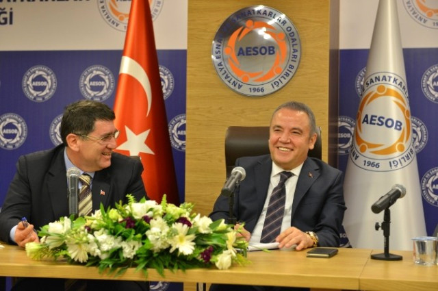 Başkan Böcek, Aesob'da Oda Başkanlarına Projelerini Anlattı