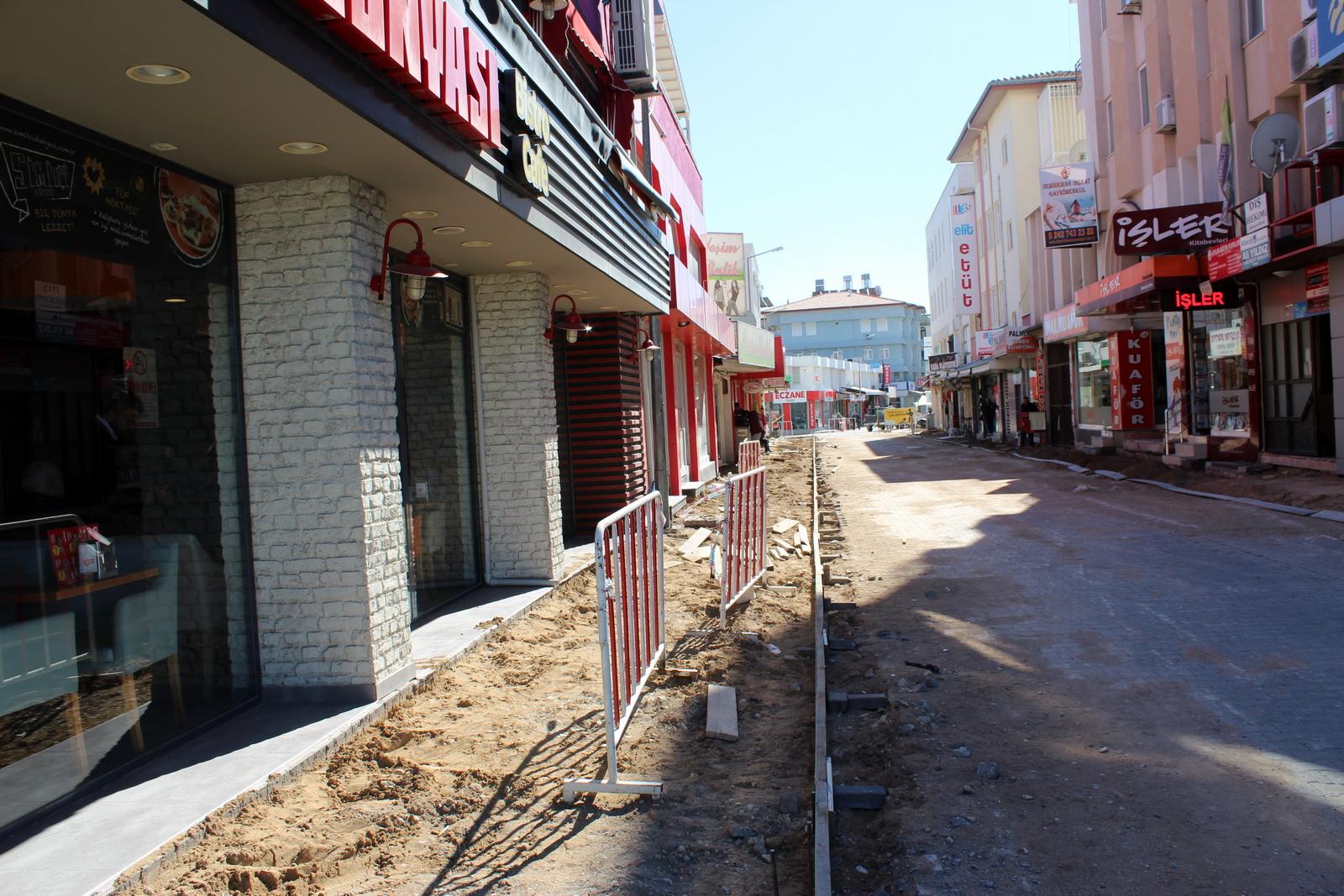 MANAVGAT BELEDİYESİ'NDEN  AŞAĞI PAZARCI'YA KALDIRIM