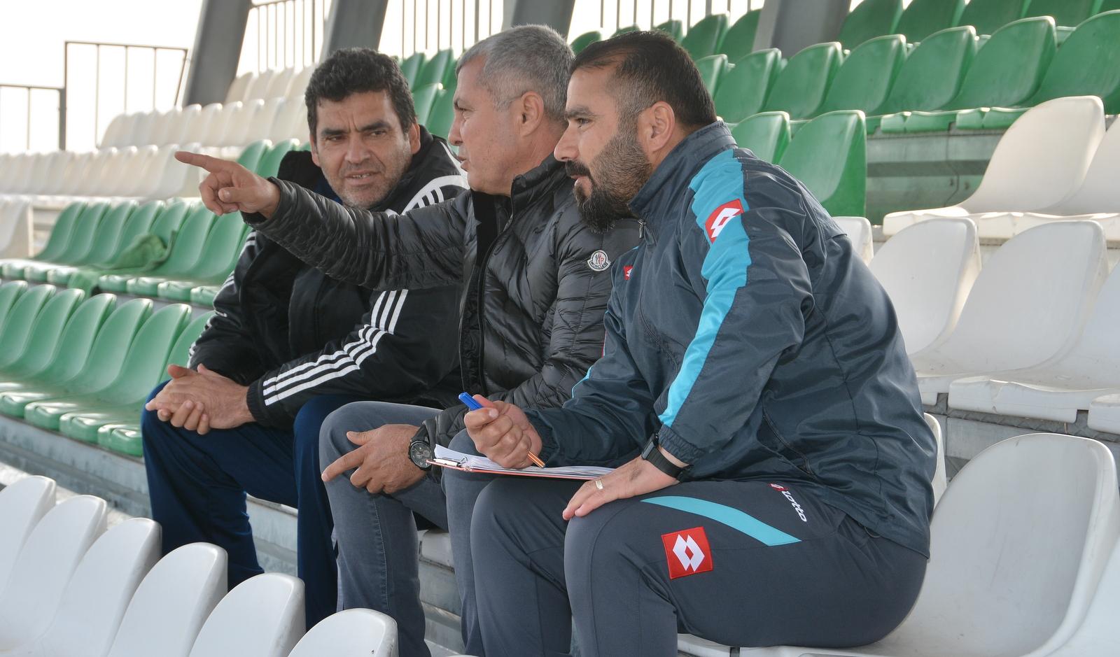 Manavgat Belediye Başkanı Şükrü Sözen  Manavgat Belediyespor'u antrenmanda ziyaret etti