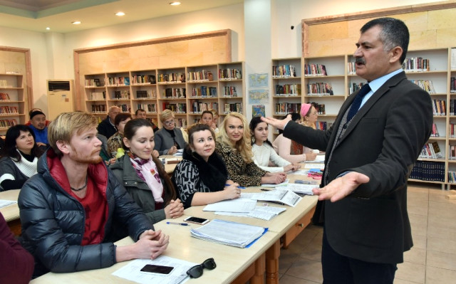 Alanya'da Yaşayan Yerleşik Yabancılar Türkçe Öğreniyor