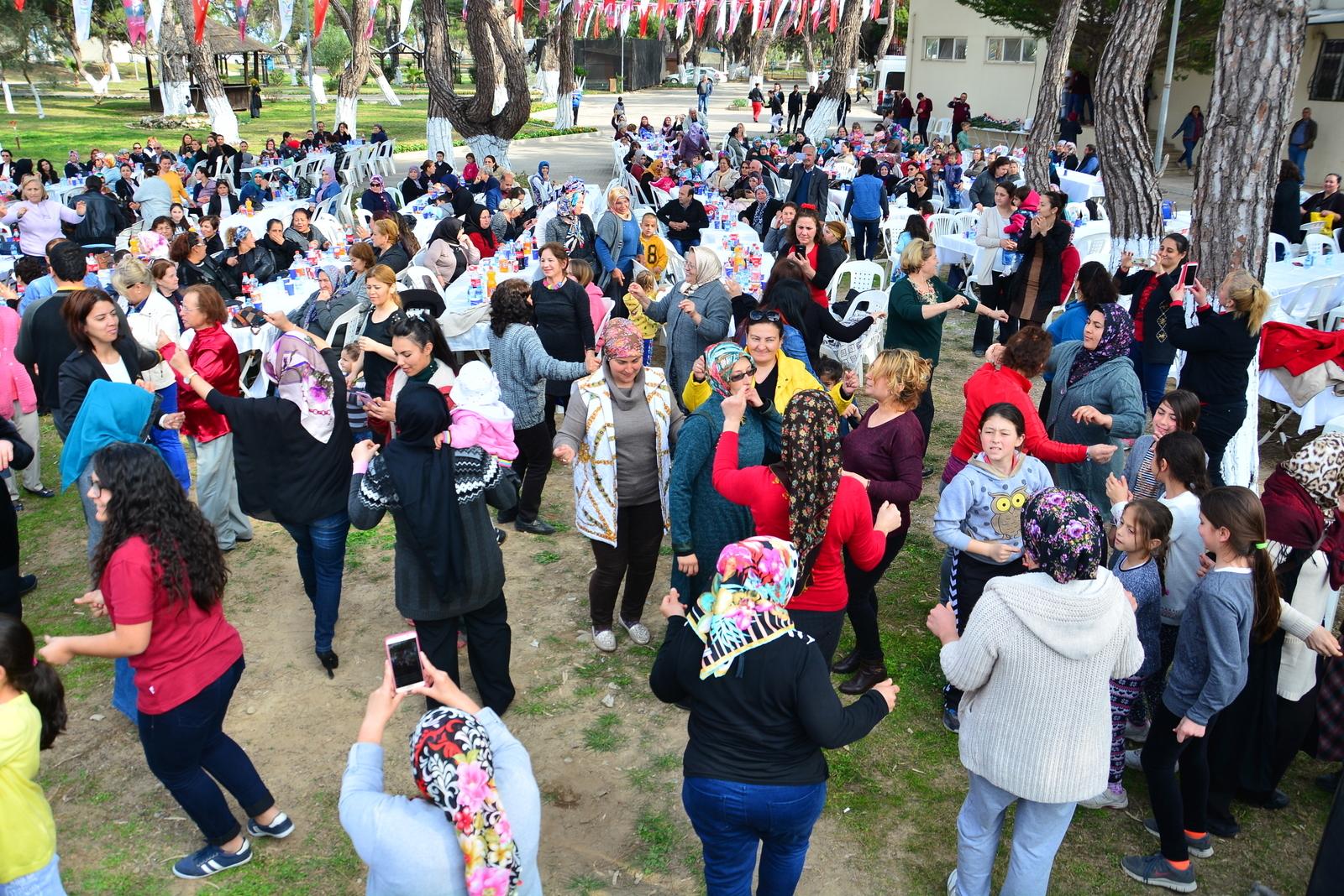 MANAVGATLI KADINLAR  8 MART'TA GÖNÜLLERİNCE EĞLENDİ