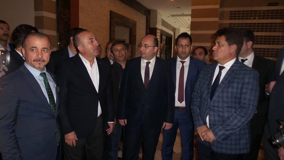 Bakan Çavuşoğlu'ndan Kemer Esnafını Ziyaret Etti