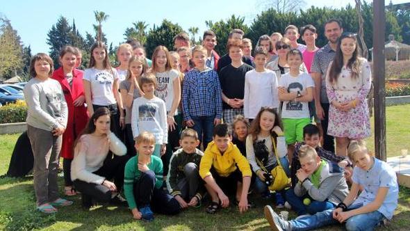 Ukraynalı savaş mağduru çocuklar Kemer'de moral buldu