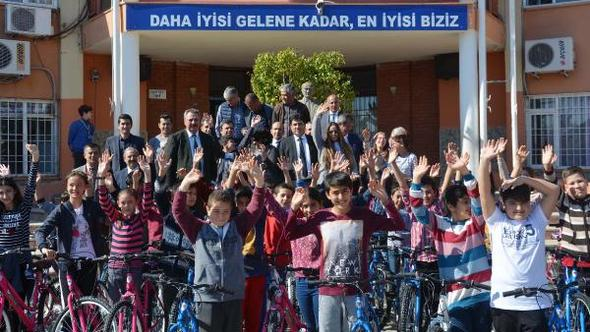 Kemer'de öğrencilere bisiklet