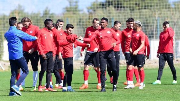 Antalyaspor 6 eksikle çalıştı