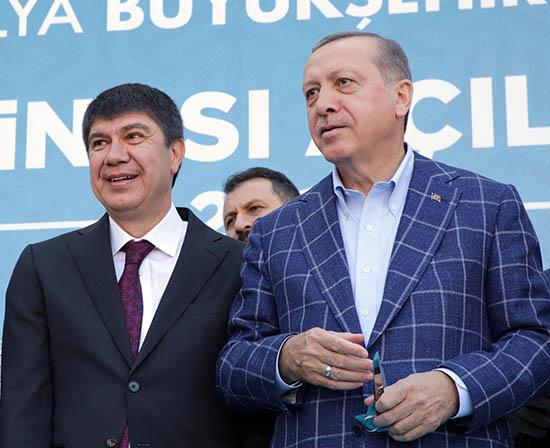 Erdoğan'dan Avrupa'da Kendisini Hedef Gösteren Pankarta Sert Tepki: Üzüleceksiniz