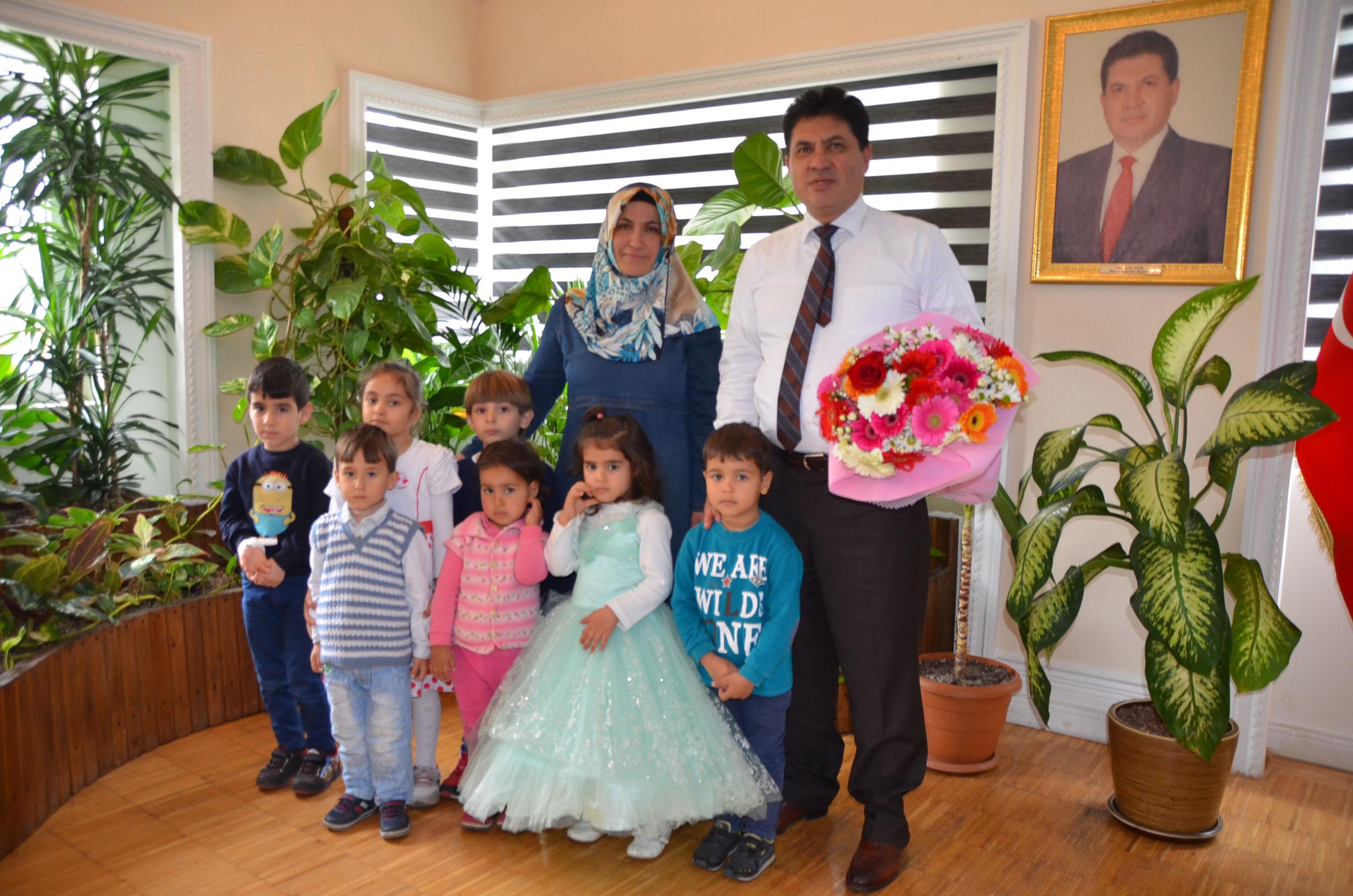Kuran Kursu Minik Öğrencileri Başkan Gül'ü makamında Ziyaret Ettiler