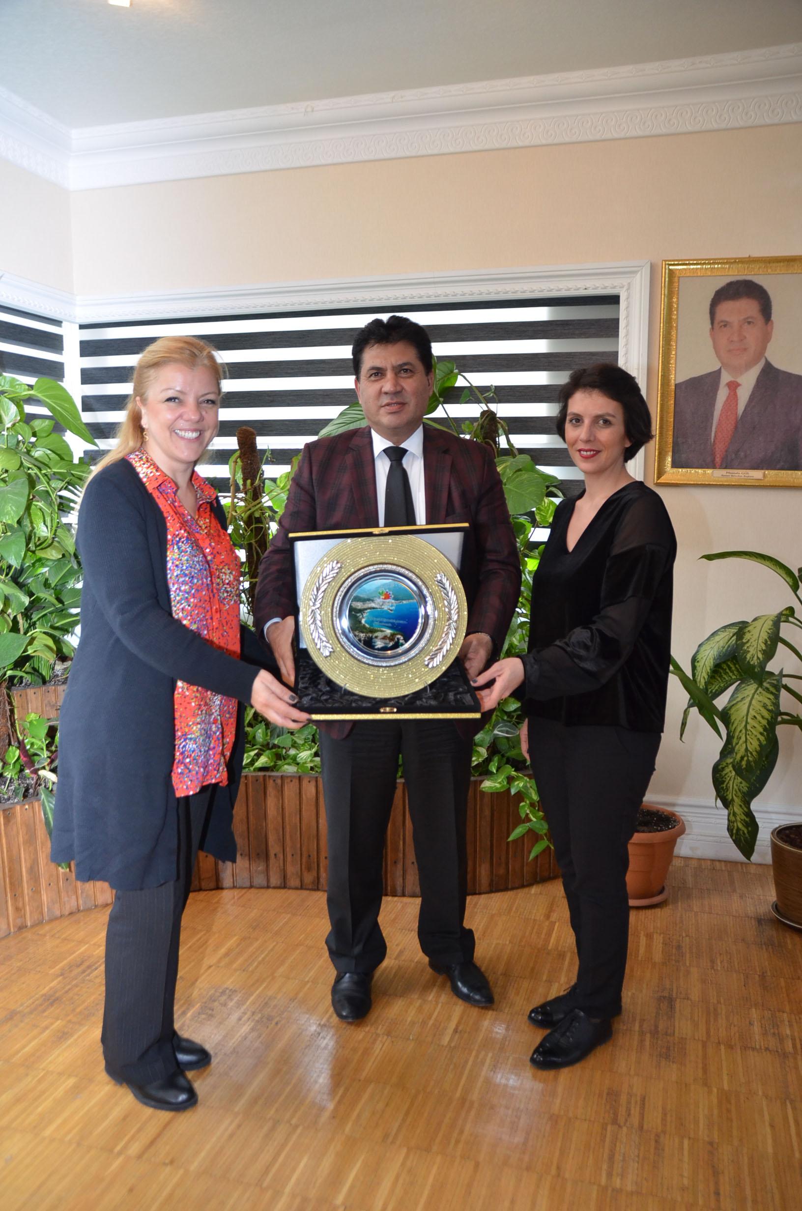 Başkan Gül'e Reklam Grup Başkanı Güven'den Ziyaret