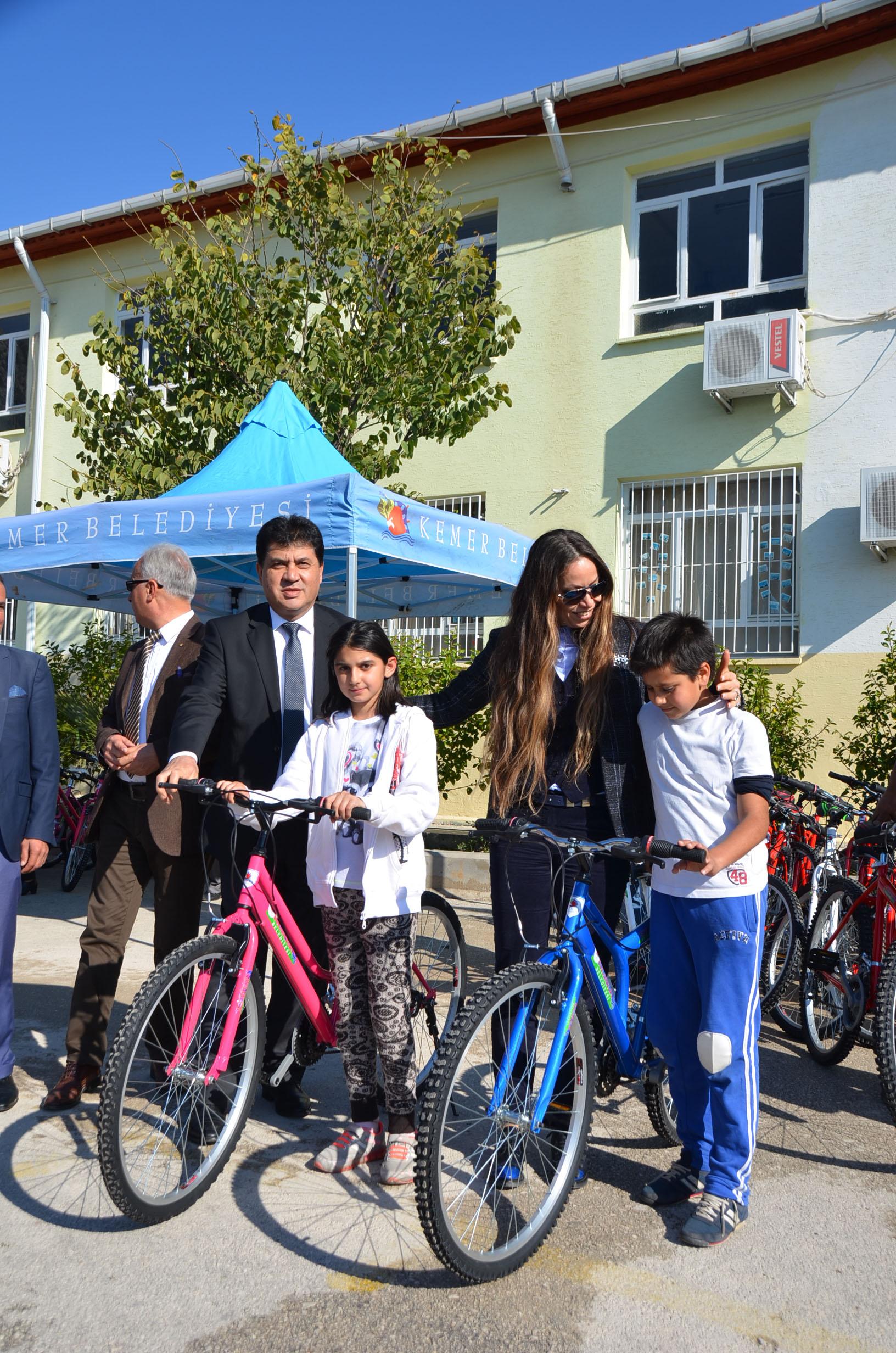 Göynüklü Miniklere Bisiklet Sevincini Başkan Gül Bir Kez Daha Yaşattı