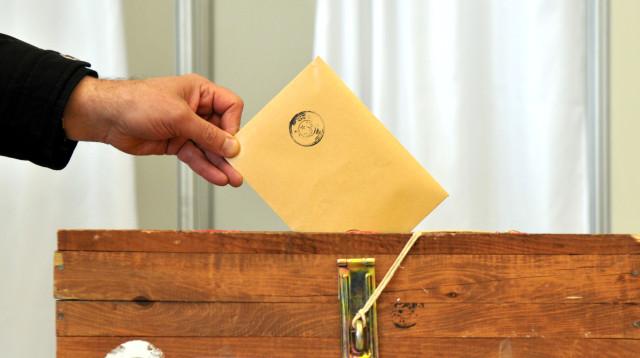 Kemer İlçesi'ne bağlanan Beldibi Mahallesi'nde muhtarlık seçimi yapıldı.