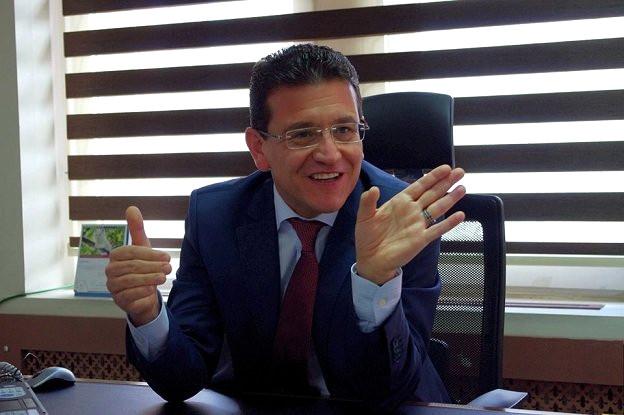 AK Parti Antalya Milletvekili Atay Uslu, Kemer ilçesinde esnafla buluştu.