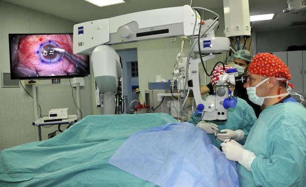 Hastalara 'Işık' Olan Rektör