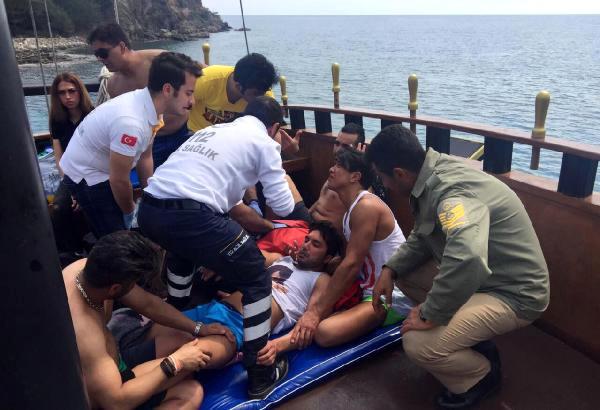 Kemer'de İranlı Turist Tekneden Denize Atlarken Yaralandı
