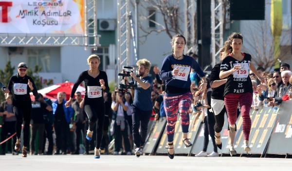 Kadınlar 'Yüksek Topuk'la Koştu