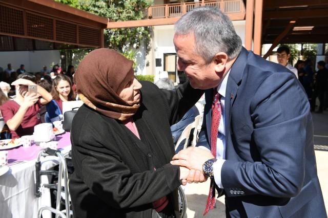 Başkan Böcek, huzurevi sakinleriyle buluştu
