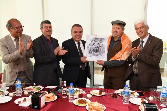 Başkan Böcek, Muratpaşa'lı muhtarlarla buluştu..