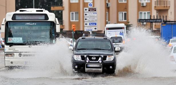 Antalya'da Nisan Yağmuru