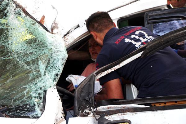 Ağaçlara Çarpan Otomobilin Hamile Sürücüsü Yaralandı