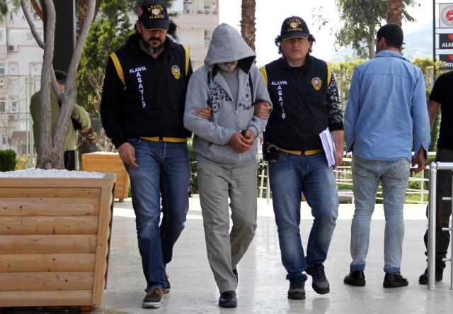 Antalya'da 18 Ayrı Suçtan Aranan Şüpheli Yakalandı