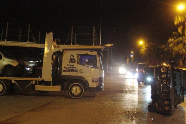 Antalya'da Akıl Almaz Kaza: Minibüsün Üzerine Otomobil Düştü