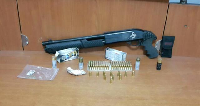 Kumar Oynatıldığı Belirlenen Dernekte Silahlar Bulundu