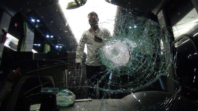 Şehirlerarası Otobüslere Taşlı Saldırı