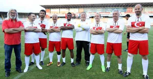 Eto'o, gösteri maçında Türk milli takım forması giydi, 2 gol attı