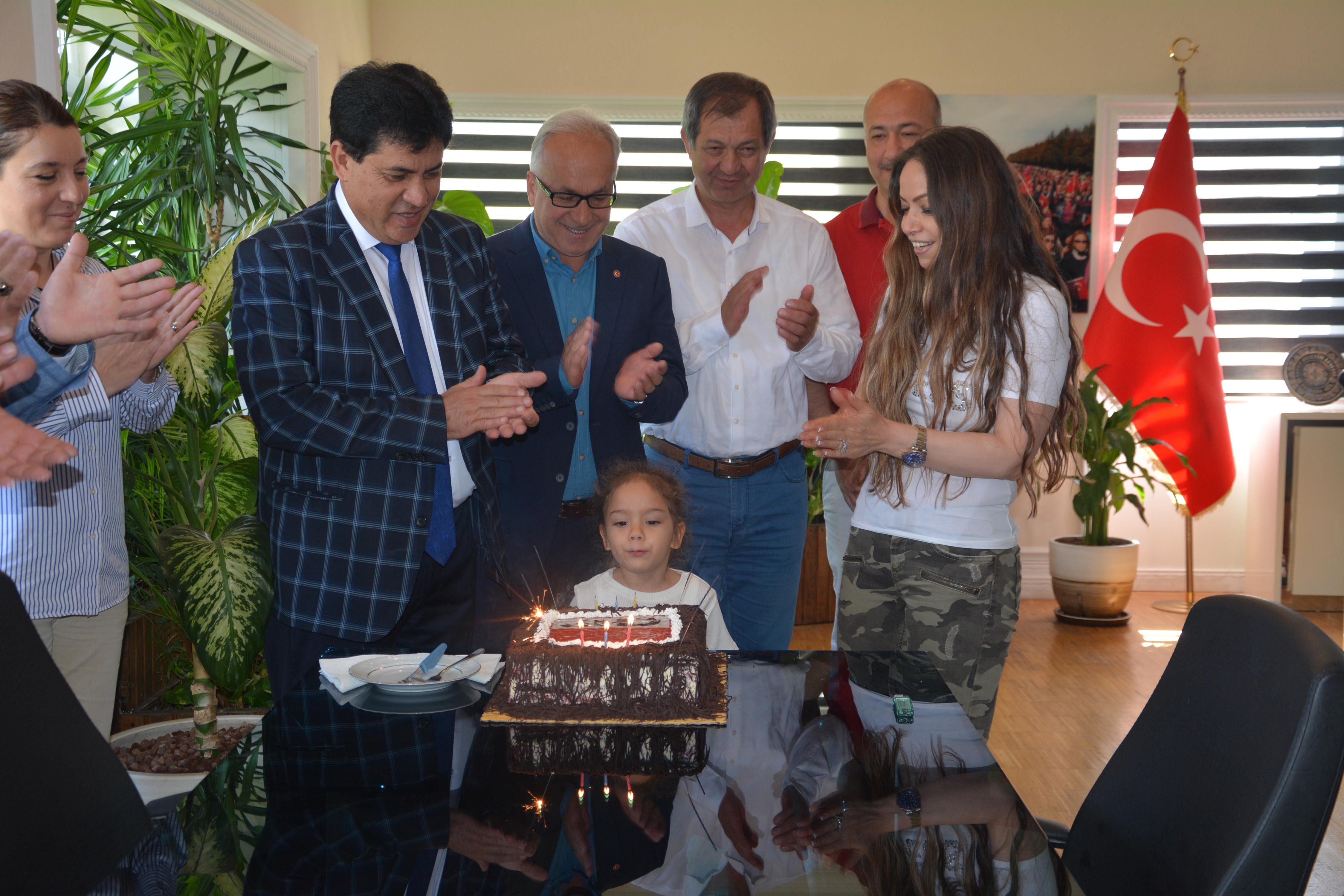 Başkan Gül için sürpriz kutlama