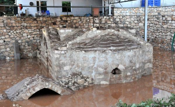12'nci yüzyıldan kalma Bizans şapelindeki haç çalındı