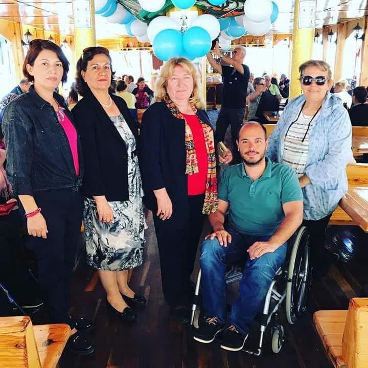 Antalya Beyaz Ay Derneği tarafından engelliler ve aileleri için tekne turu düzenlendi.