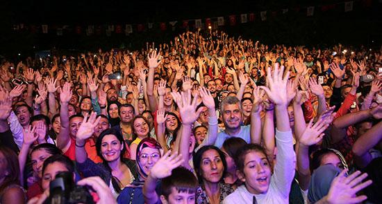 Mustafa Ceceli'den muhteşem konser
