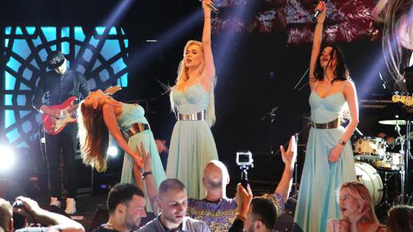 Kemer 'de Rus Grubu Viagra Kemer'de Konser Verdi