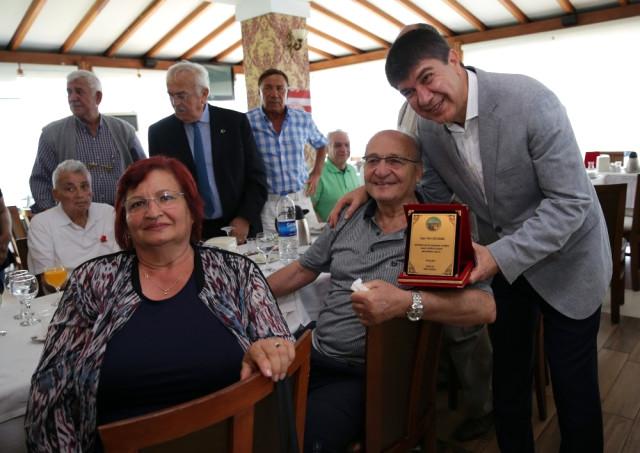 Başkan Türel, 70 Yaşını Aşmış 51 Sporsevere Plaket Verdi