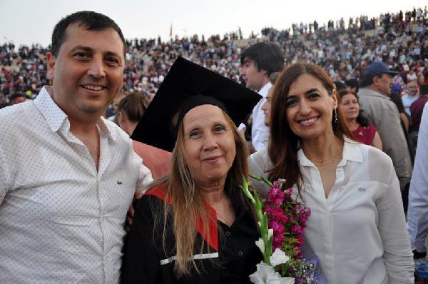Ressam Soysal, 68 yaşında üniversiteyi ikincilikle bitirdi