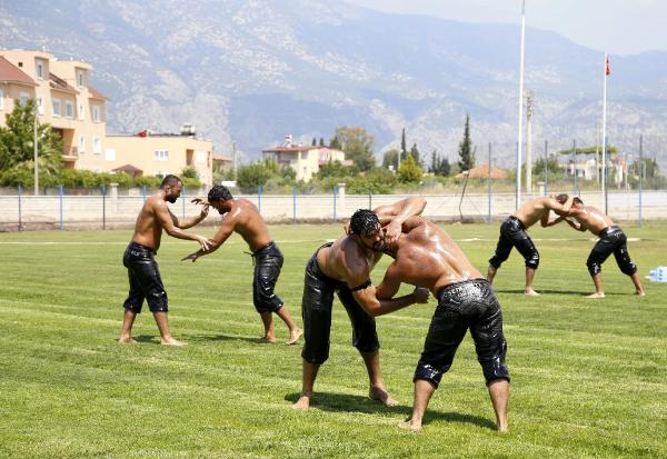Döşemealtı Güreş Takımı kampa girdi