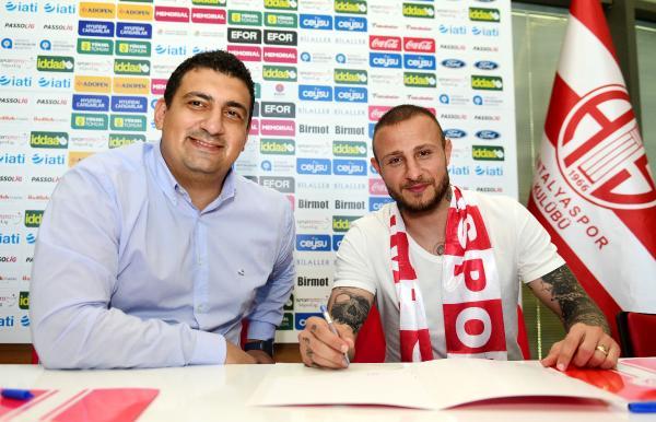 Antalyaspor, Aydın Karabulut'la 2 yıllık sözleşme imzaladı