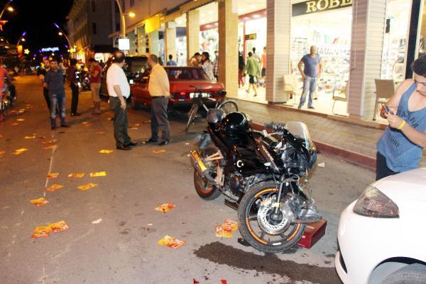 Kemer'de Motosikletler çarpıştı: 2 yaralı