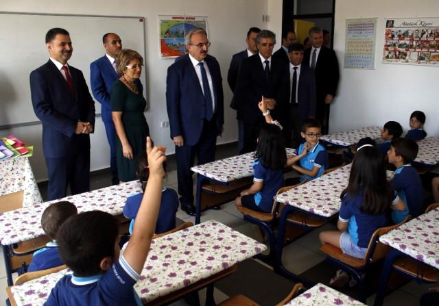 Antalya'da 442 Bin 7 Öğrenci Karne Heyecanı Yaşadı
