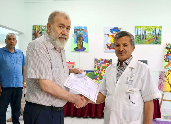 Hastalara resim ve el sanatları eğitimi