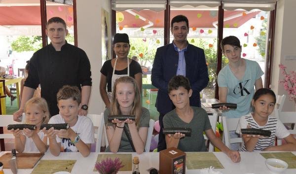 Çocuklara sushi yapma eğitimi
