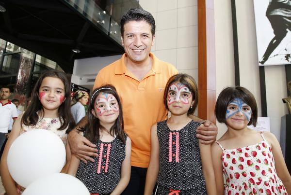 Belediye personeli çocukları sevindirdi