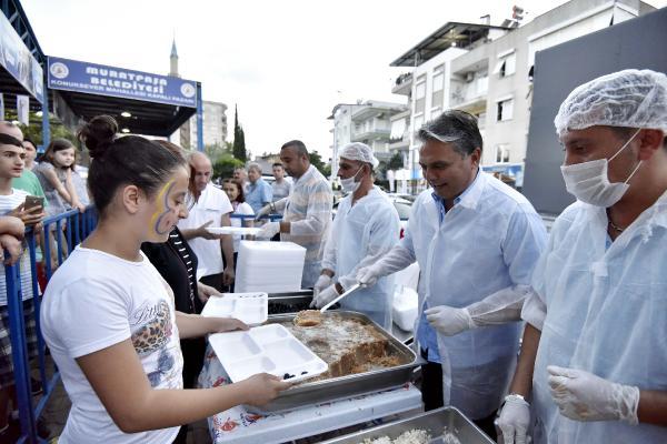Muratpaşa, Konuksever'de iftar verdi
