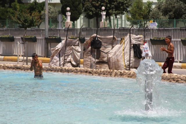 Suriyeli Çocukların Tehlikeli Havuz Molası