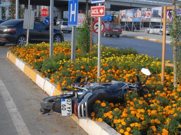 Motosikletli kazada yaralandı