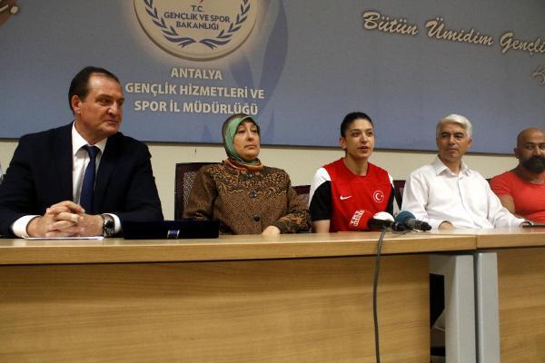 Nur Tatar Askari: İstiklal Marşı'nı okutmak onur verici