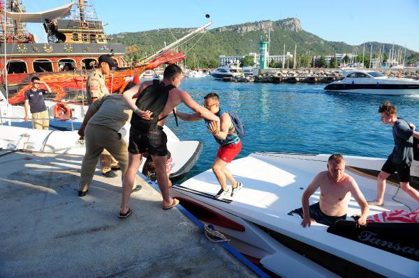 Mahsur kalan turistler kurtarıldı